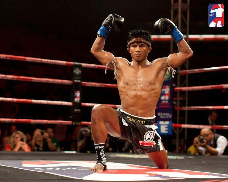 Ceremonia previa al combate de Muay Thai