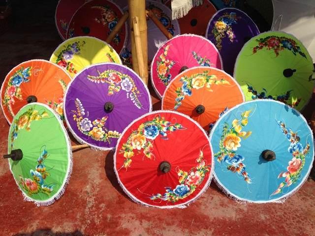 Vay monos de compras en chiang mai tailandia siamtrails - Muebles de tailandia ...