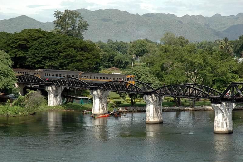 Puente sobre el Rio Kwai en Tailandia