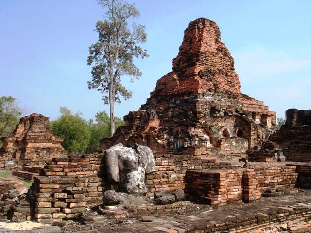Templo Wat Phratat Phai Luang en Sukhothai  Siamtrails