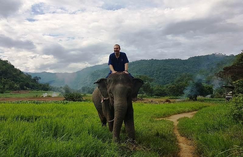 Campo elefantes Thai Elephant Home