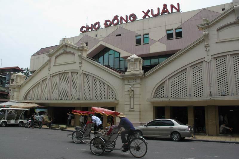Compras en Mercado Dong Xuan de Hanoi