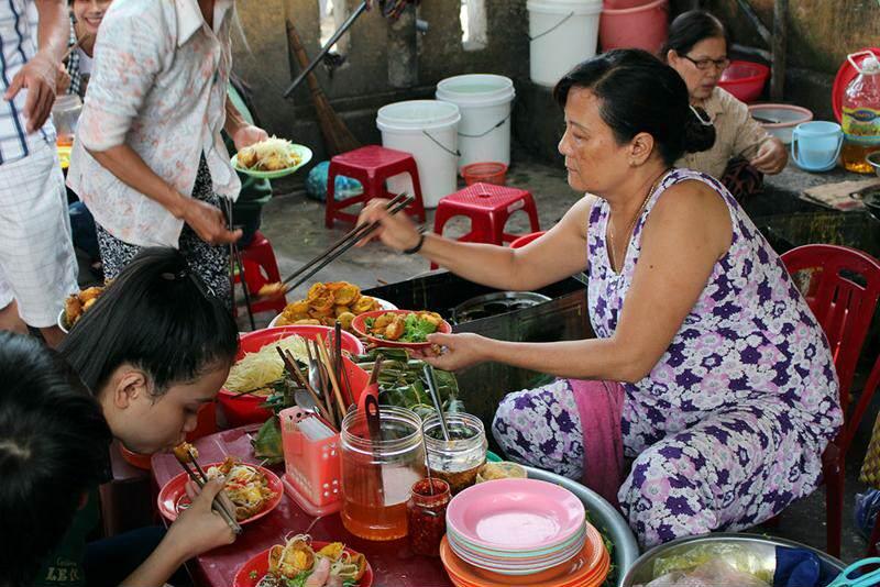 puestos Calleros de comida en Hanoi
