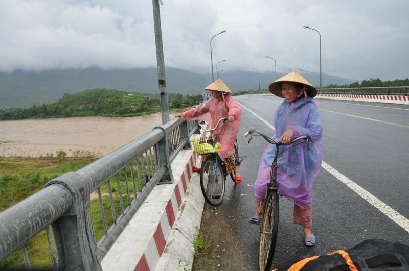 Que vestir en Vietnam en  un día de lluvia