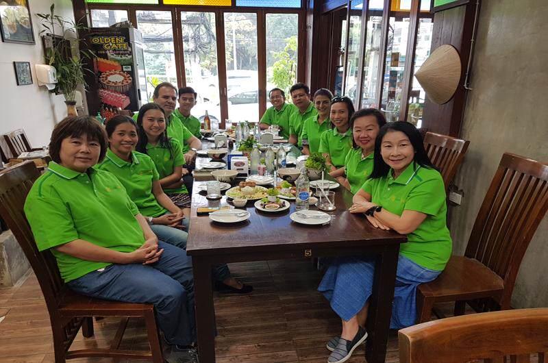 Equipo de guias y personal de Siamtrails en Tailandia
