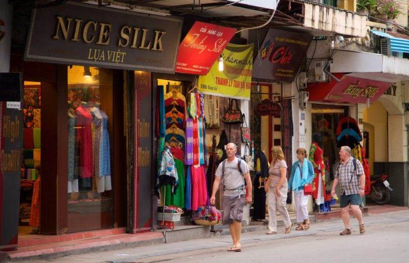 Compras en el barrio antiguo de hanoi