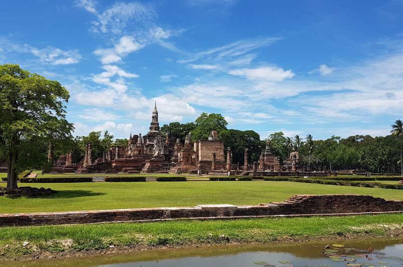 Las ruinas de Templos en la ciudad de Sukhothai
